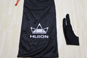 HUION ペンタブレットの袋と手袋