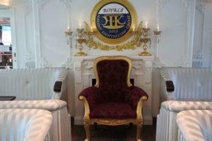 偉い人の椅子?